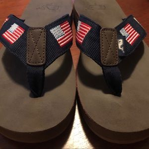 Vineyard Vines 🐳 Men's flip flops size 7